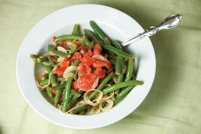 Green Bean, Tomato and Vidalia Onion Salad1 1