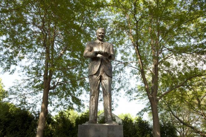 Statue of Ronald Reagan in Dixon, IL